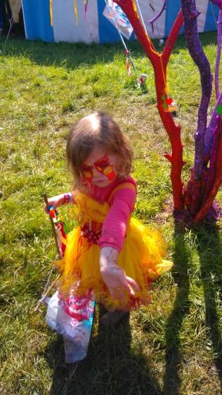 glitter-trees-glastonbury-dna-puppetry-5